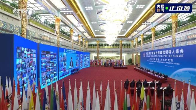 「中國共產黨與世界政黨領導人峰會」6日晚間透過網路召開,邀請全球160多個國家、500多個政黨和政治組織的領導人、逾萬名政黨代表,通過「雲端」齊聚一堂。(央視新聞截圖)