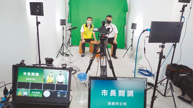 宜蘭市公所成立直播室,讓創新育成中心廠商使用,作為銷售、宣傳的平台。(宜蘭市公所提供/李忠一宜蘭傳真)