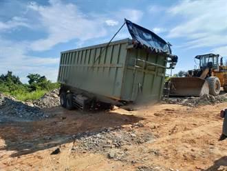 貨車司機偷傾倒廢棄物遭逮 通霄警打擊環保犯罪案件不打烊