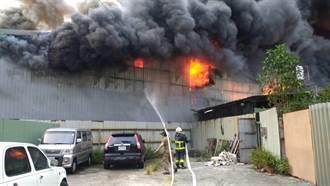 樹林鐵皮工廠大火延燒 816坪廠房遭燒毀