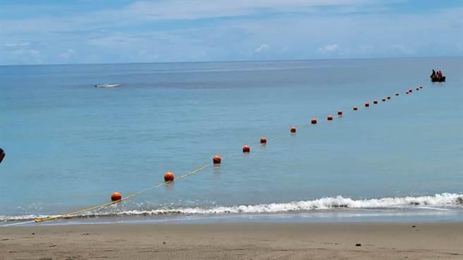 杉源海水浴場浮球警戒線已完成設置。(台東縣政府提供)