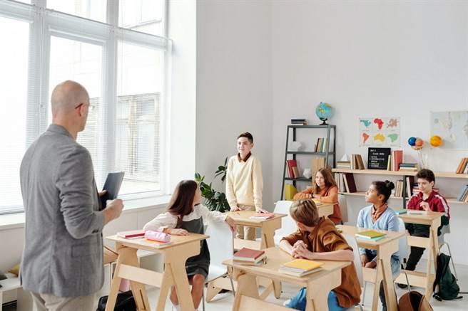受疫情三級警戒影響,補教業與幼兒園影響嚴重,相關從業人員若符合紓困4.0原方案與精進方案,可申領4萬元補貼。(圖/取自Pexels)
