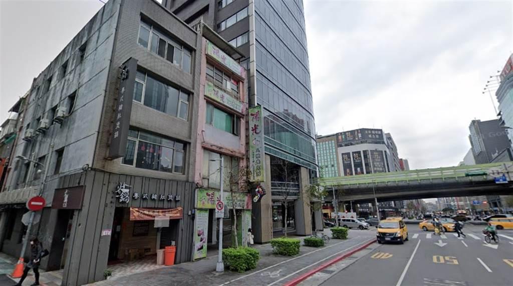 北市南京東路三段4層樓老透天,目前經營足體養生館,成交高達2.1億元。(翻攝自Google街景)