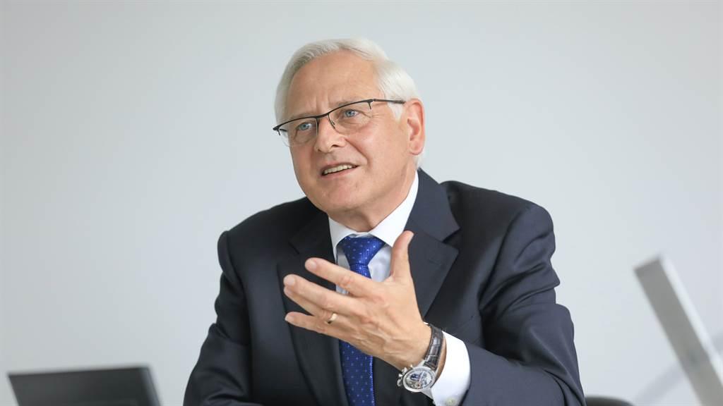 保時捷採購執行委員會成員Uwe-Karsten Städter 表示:「藉由可再生能源的使用,保時捷將與供應商們共同專注於實現碳中和目標。」