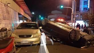 怎麼開的? 台南男子酒駕右轉撞對向車翻成四輪朝天
