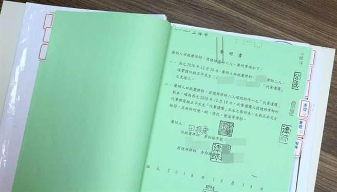 田振慶律師為彌補過錯,特地寫聲明書表示,遺囑的影印本與正本效力相符,此聲明書還到台北地院公證。(圖/王永泰攝)