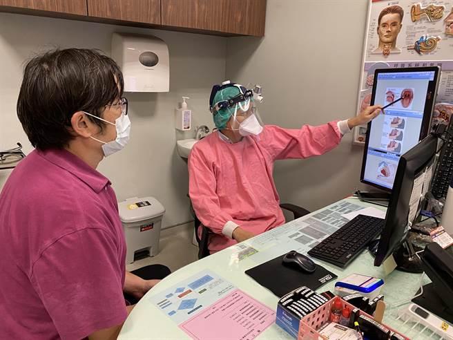 長安醫院耳鼻喉科醫師林恆甫(右)表示,根據統計,15~30%的成年男性及10~15%的成年女性有睡眠呼吸中止的問題。