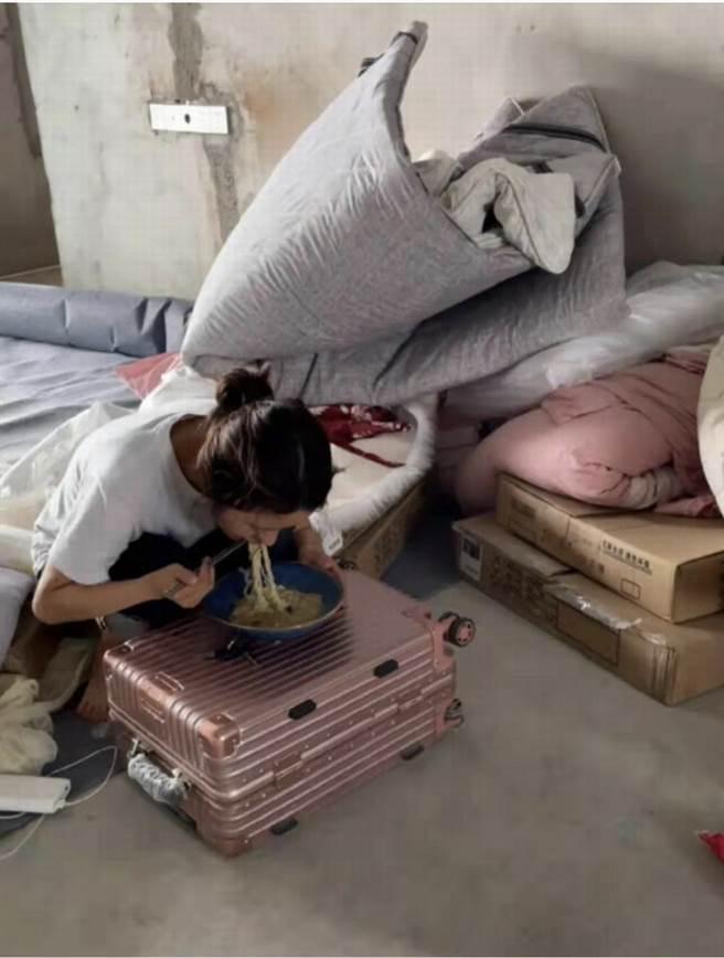 大陸95後青年白小莉(化名)打工十年買了毛胚屋。取自澎湃新聞