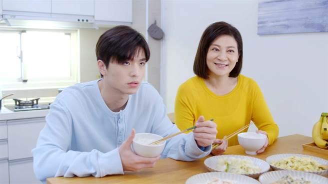 王彩樺飾演王碩瀚的媽媽。(Vidol提供)