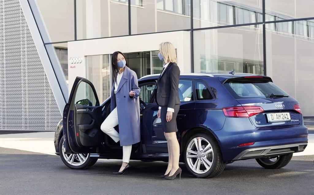 除快篩檢測外,台灣奧迪仍持續配合政府相關政策,提供包含「專人到府取送車」與「線上安心賞車」等多元服務。