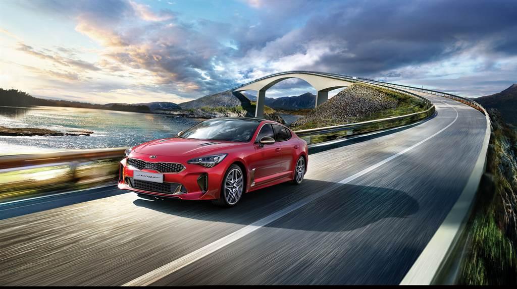 KIA首部高性能豪華運動轎跑Stinger,擁有絕美身形、強悍性能與頂尖操控,小改款車型即將於7月15日(週四)晚上8點舉辦線上發表會。