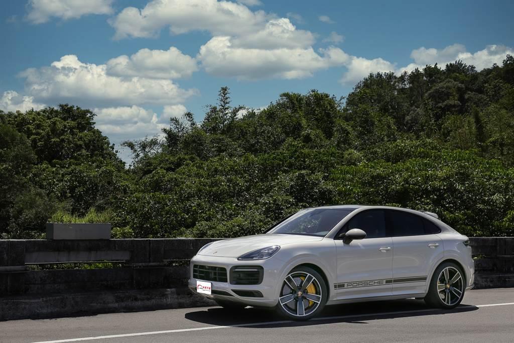 文武雙全!Porsche Cayenne GTS Coupe新車試駕。