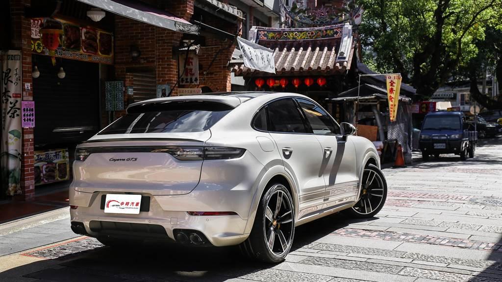 能同時滿足熱血,又能舒適代步,正是Cayenne Coupe這類跑旅車型的特色,這也是當前豪華車市無可抵擋的趨勢。