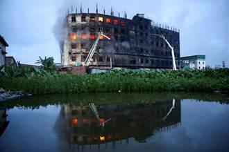 孟加拉食品廠大火至少52死  眾多工人跳樓逃生