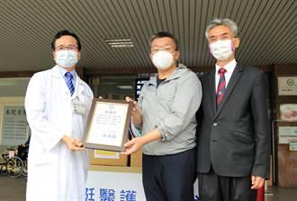 蔡其昌結合母校 捐贈太平區國軍台中總醫院醫護物資