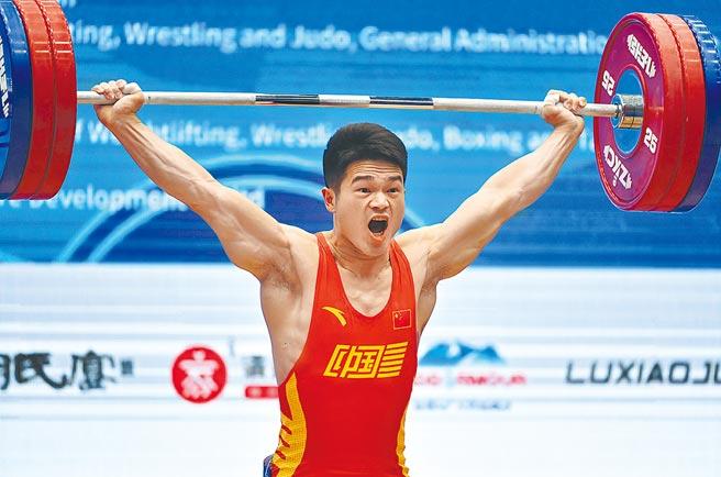 上屆里約奧運摘金的大陸舉重名將石智勇。(新華社資料照片)