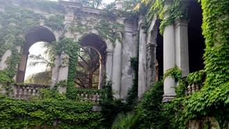 住25年都沒發現!賣房才知後院藏18世紀「貴族建築」 屋主捶心肝