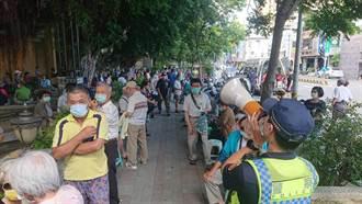 唯一不需預約施打 台南協進國小跨區爆量千人排隊引謾罵