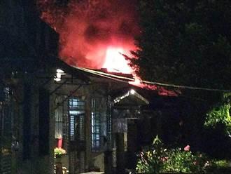 猴硐平房冒大火 消防派17車52人到場灌救