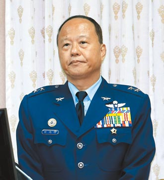 空軍退役中將柏鴻輝 接軍政副部長