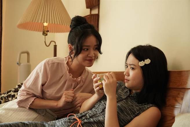 袁子芸(左)與嚴正嵐扮演閨蜜。(七十六号原子、myVideo提供)