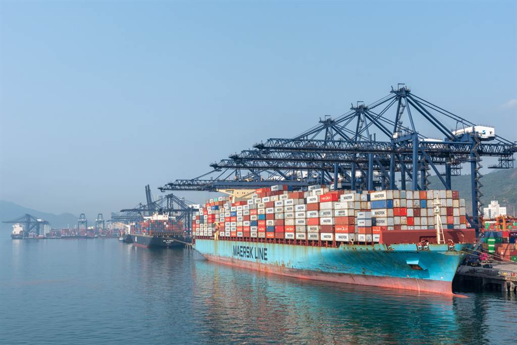 法人指出,拜登打壓運價是錯誤訊息,上周五歐美海運公司股價都漲回來,有利於本周台股貨櫃航運股價表現。(示意圖/達志影像/shutterstock)