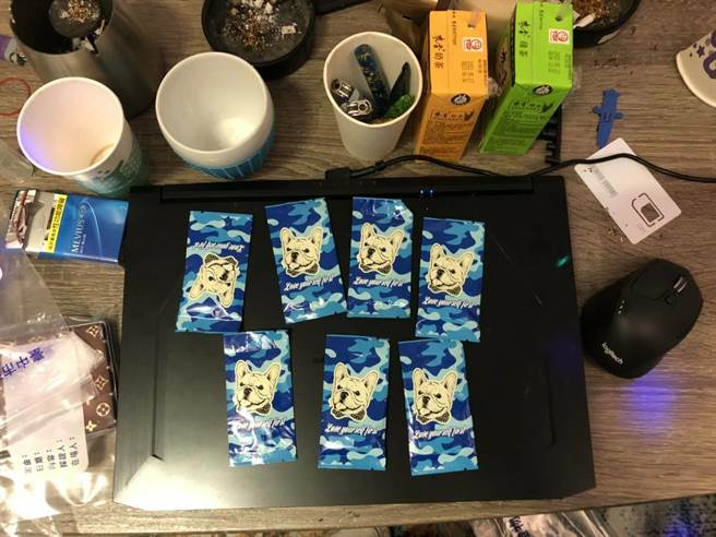 警方當場查扣K盤2個、毒品咖啡包7包、毒品愷他命7包等。(民眾提供)