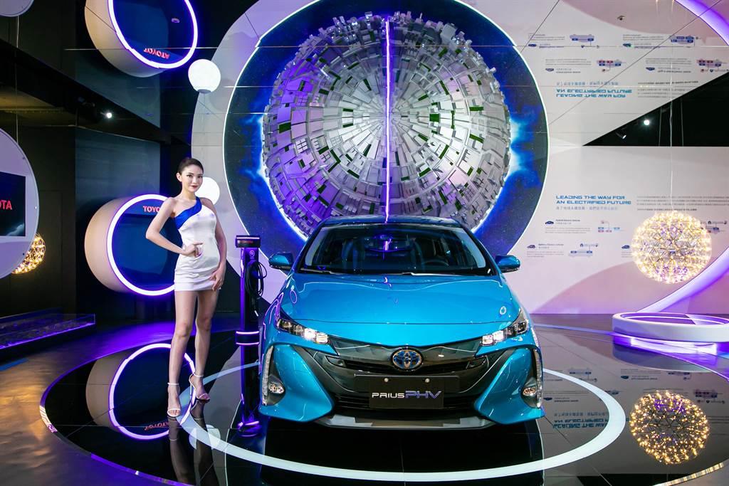 位於林口三井OUTLET的TOYOTA品牌形象館可零距離體驗PRIUS PHV插電式油電複合動力的魅力。