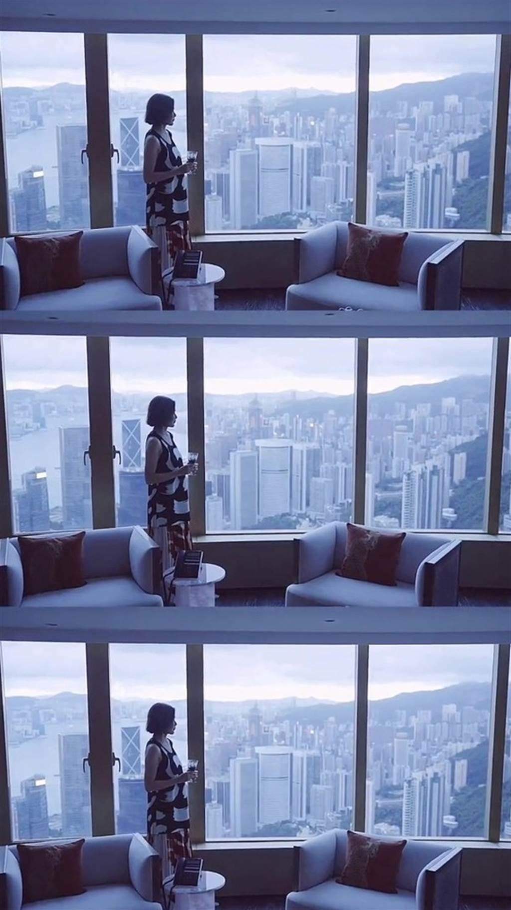 關之琳的豪宅客廳可以遠眺海景。(圖/取材自東網)