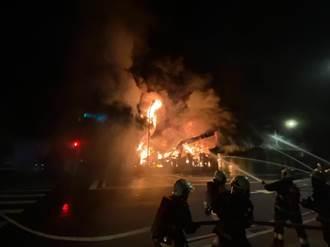 新北樹林汽修廠大火 鐵皮延燒嚇壞住戶