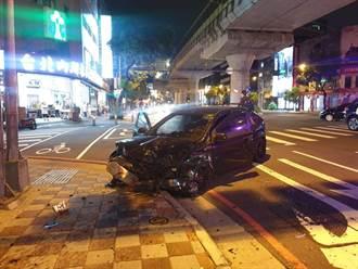 搶快!疑左轉燈未亮先轉彎 兩車碰撞兩人受傷