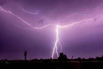 男慢跑遭落雷擊斃 專家曝自救關鍵:聽到雷聲立刻這樣做