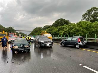 天雨路滑 國三嘉義段4車連環撞  2人受傷送醫