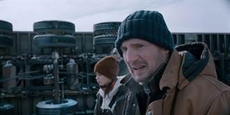 「地表最強老爸」連恩尼遜年度災難動作強片 《疾凍救援》冰上飆車來真的