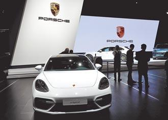 有錢沒處花 日富豪撒錢買名車