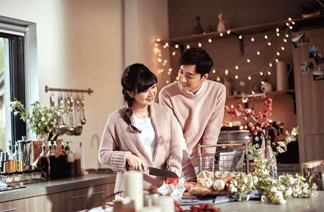 福原愛和江宏傑常常在螢光幕前放閃。(圖/FB@華研國際)