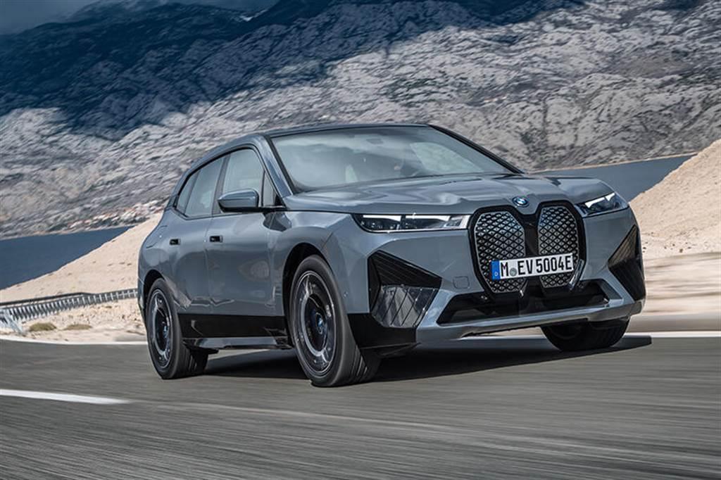 BMW i4 證明消費者依然愛房車,在美預購量是同品牌 iX 電動休旅的兩倍
