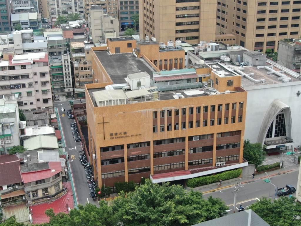 「福音大樓」位台北市汀州路三段,土地面積為796.75坪,建物面積為3,376坪。(CBRE世邦魏理仕提供)
