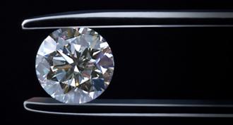 鑽石到底有多硬?它可以承受超越地核壓力的五倍之多