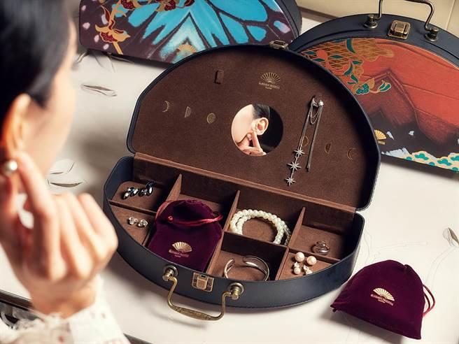文華東方酒店今年設計的月餅禮盒,融合首飾收納的巧思,可作為珠寶盒使用。(圖/台北文華東方酒店)