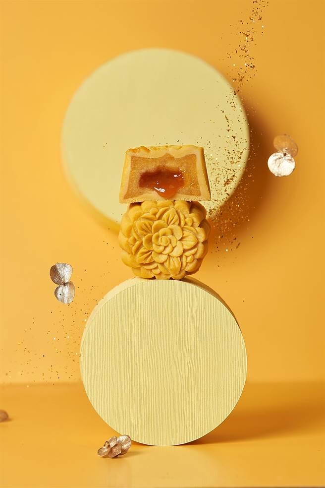台北美福大飯店的「喜月中秋禮盒」,內有四款各具特色的日式桃山月餅,並揉入流心內餡。(圖/台北美福大飯店)