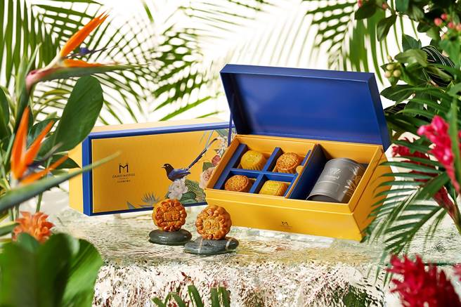 美福飯店今年結合英國百年茶品牌Whittard茶葉,推出「鵲悅尊爵藍中秋禮盒」。(圖/台北美福大飯店)