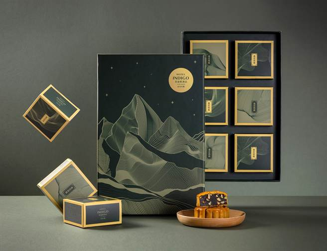 大直英迪格酒店廣式月餅中秋禮盒,外觀設計以北市知名登山步道「金面山」為發想。(圖/台北大直英迪格酒店)