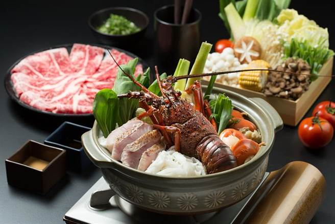 礁溪晶泉丰旅首推外帶佳餚,「龍蝦海陸雙饗宴」雙人份,外帶自取優惠價只需2,270元。(圖/晶泉丰旅提供)