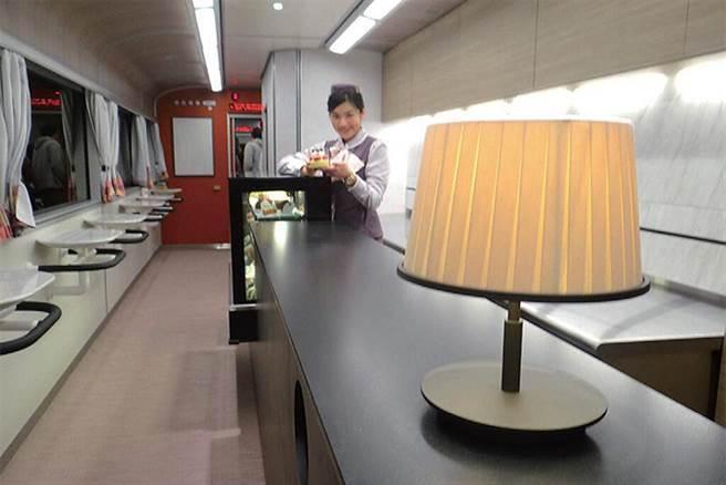 ▲美與機能兼具的吧台車廂。 圖:臺灣鐵路管理局/提供