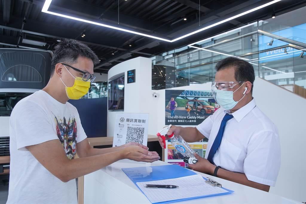 福斯商旅宣告即日起啟動「服務團隊快篩行動」,透過強化第一線同仁的健康管理、加強環境消毒,給予車主和消費者更多一份安心的服務環境。