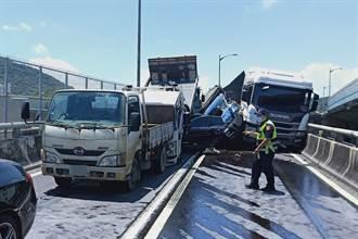 台64線八里匝道10車撞成一團 1命危2輕傷救援中