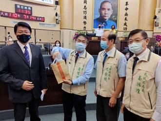 謝龍介質詢捐100萬 邀黃偉哲向中央提案每人發5千消費券