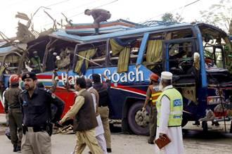 巴基斯坦巴士爆炸釀13死 9陸公民喪命、數十傷