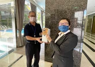 永慶房屋暖心支援社區鄰里  送防疫護目鏡、感應式消毒機